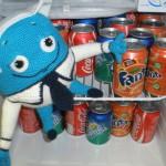Вебик спрятался в холодильник от жары!)))